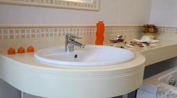Что такое акриловая столешница для ванной