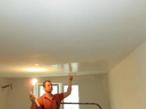 Акриловые краски для потолка в квартире